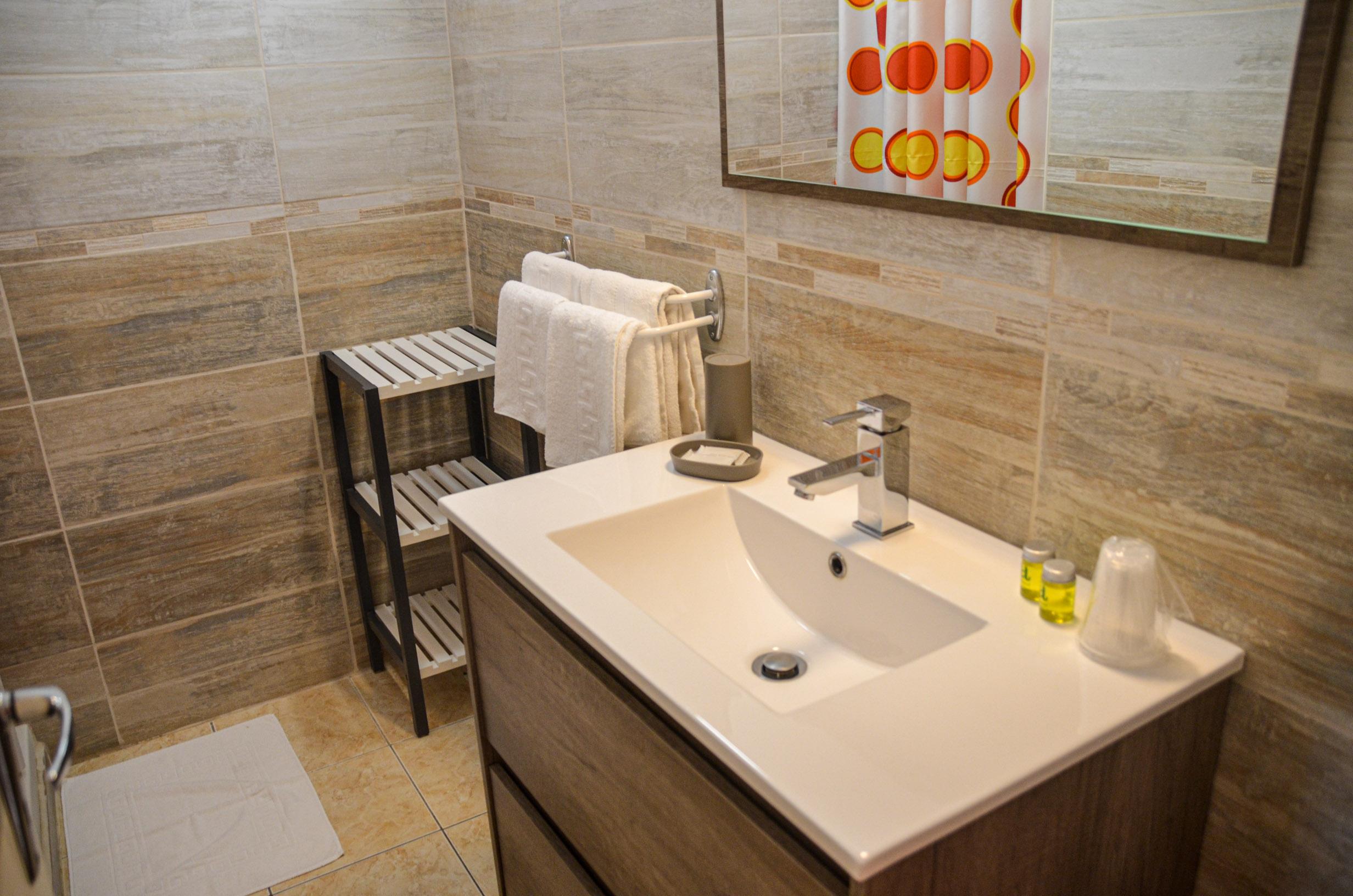 Le pech de malet salle de bain vitrac perigord Hôtel