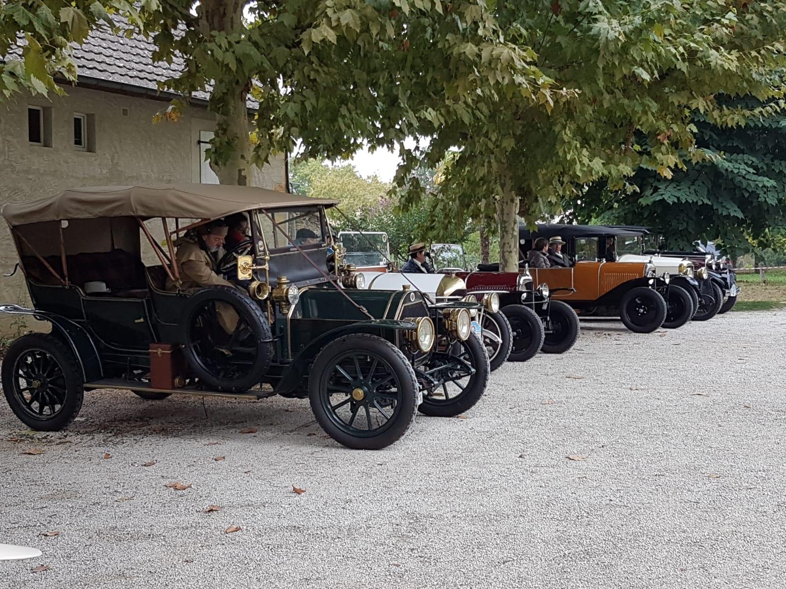 Vieille voiture Vitrac Périgord